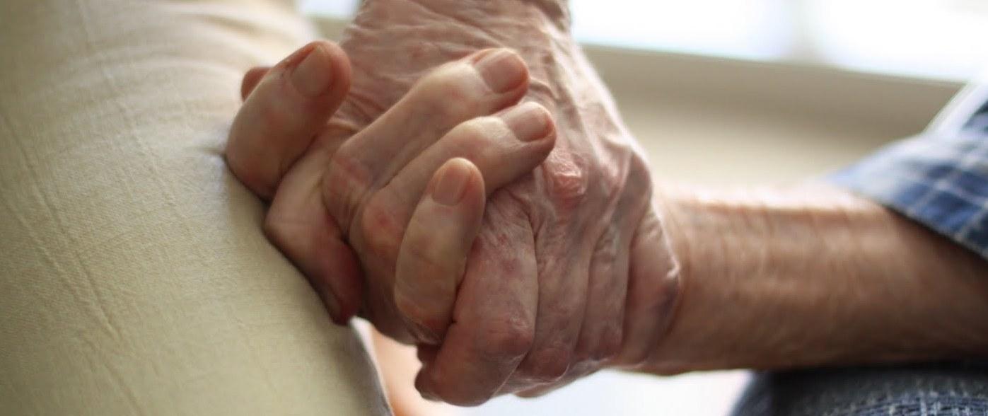 Las bajas jubilaciones en Chile explicadas con manzanitas